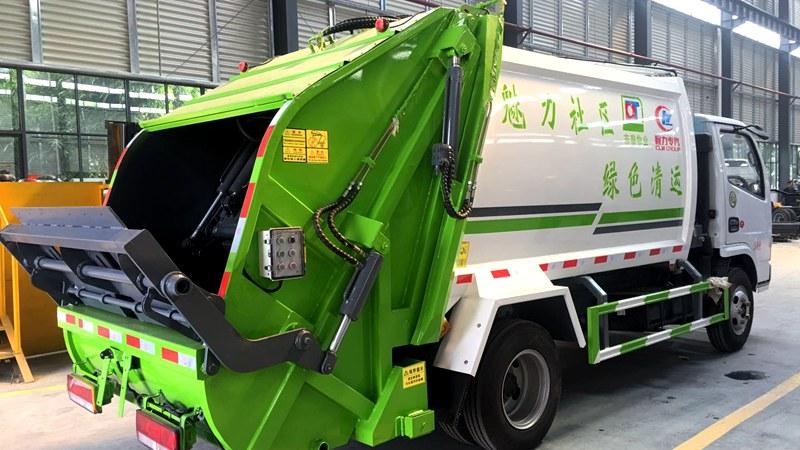 东风小多利卡6方压缩垃圾车